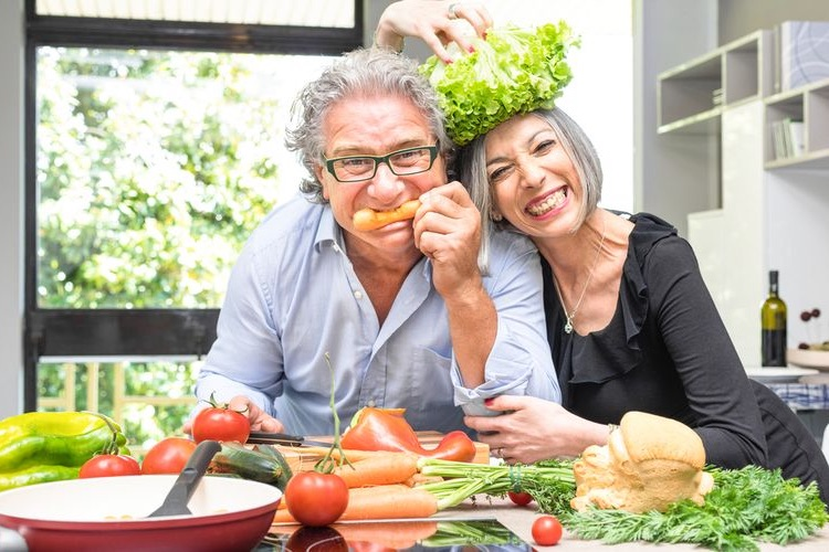 Photo of a couple eating vegetables - Anti-Inflammatory Foods