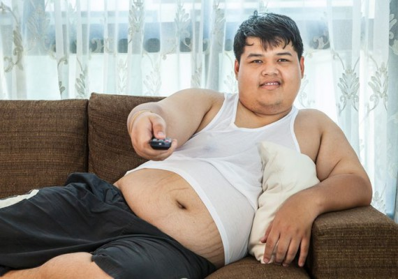 overweight-man-on-sofa
