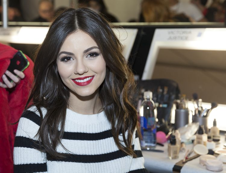 Photo of Victoria Justice who suffers from Hashimoto's disease