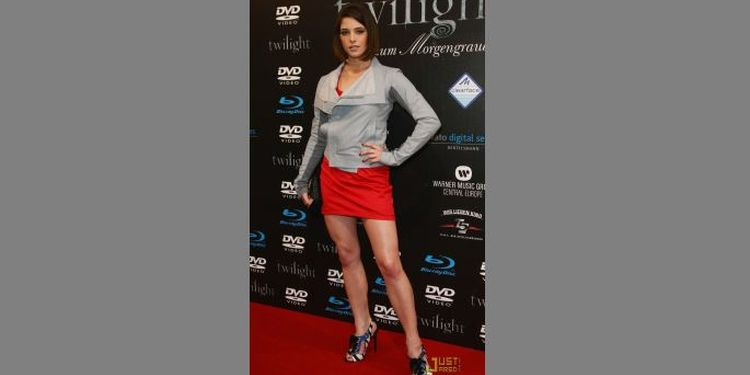 Photo of Ashley Greene in Twilight Saga Event looking slender and fit