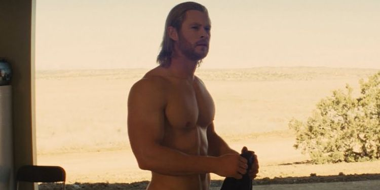 Photo of Chris Hemsworth in Thor looking ripped