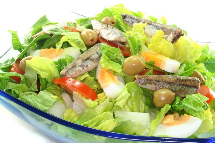 Photo of a healthy sardine salad with eggs, tomato and lettuce.