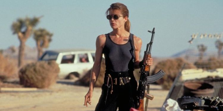 Photo of Linda Hamilton in Terminator 2 looking extremely fit