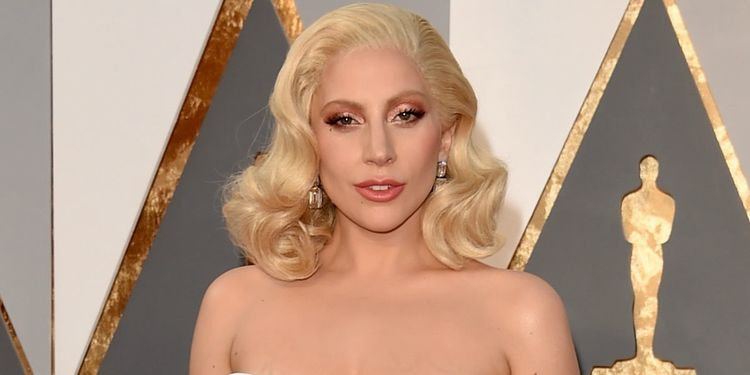 Photo of Lady Gaga who suffers from synovitis, a form of lupus