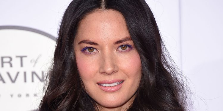 Photo of Olivia Munn who suffered from trichotillomania