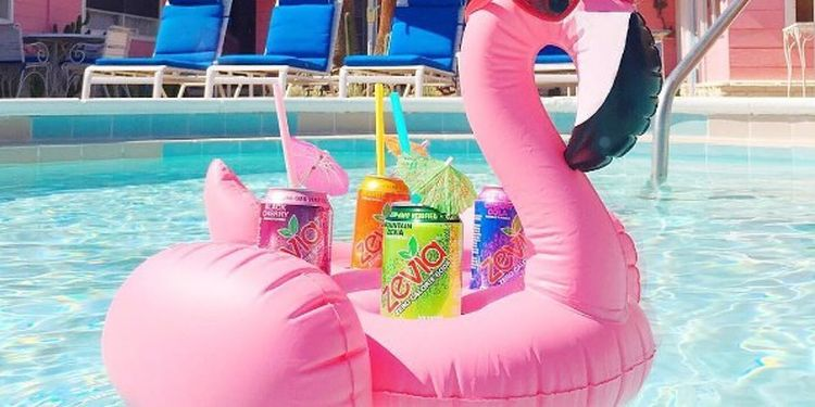 Image of the cans of diet soda in the pool