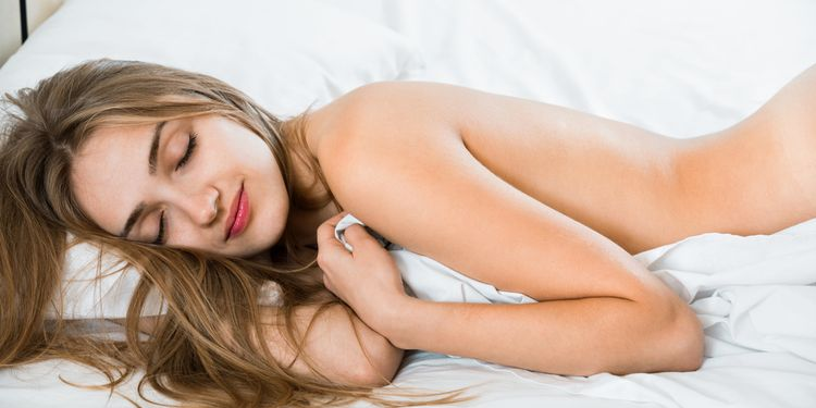 Why Sleeping In The Nude Is a Very Healthy Choice