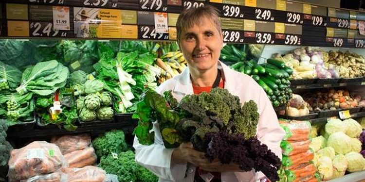 Image of Terry Wahls with vegetables