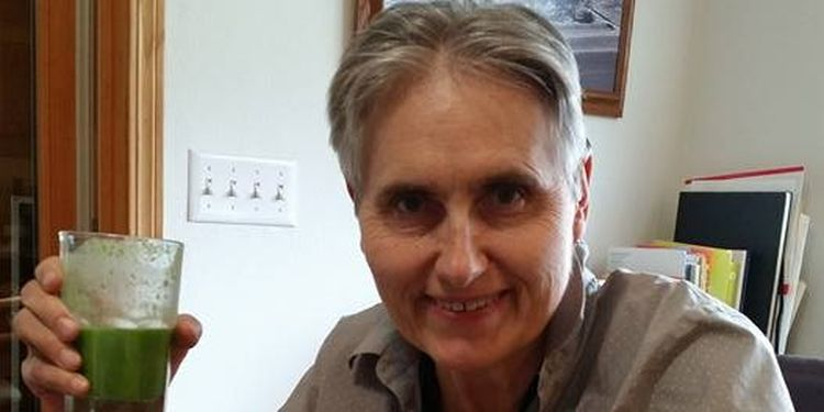 Image of Terry Wahls with healthy cocktail
