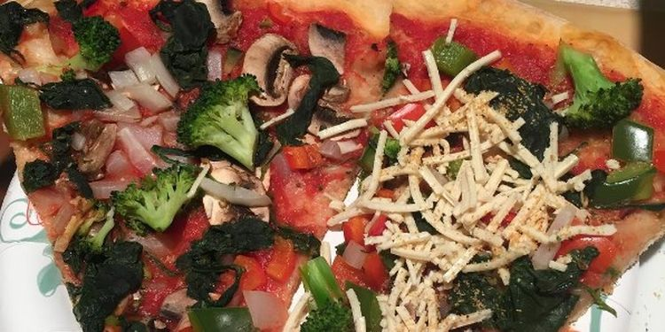Image of vegatable pizza used to make healthy home-cooked meals