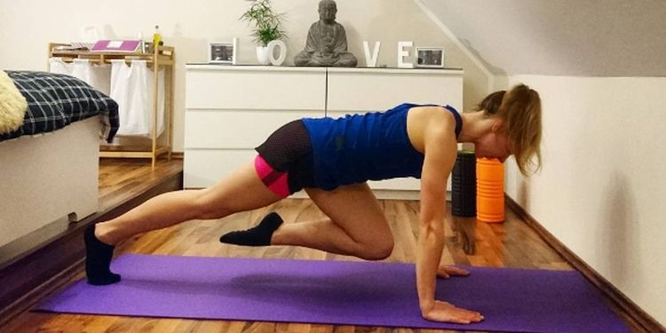 Image of woman doing exercises one of the reasons of adrenal fatigue